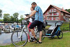 Radfahrer am Hafen in Achim