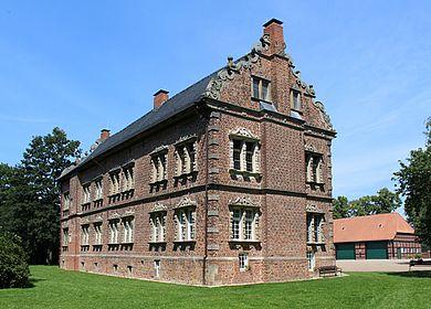 Rückseitige Ansicht des Schlosses Erbhof