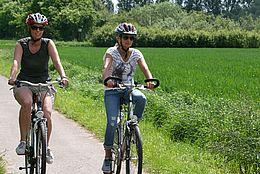 Radfahrerinnen auf ihrer Radtour