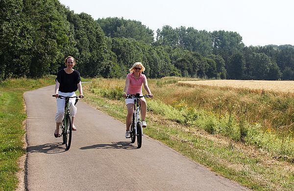 Zwei Radfahrerinnen